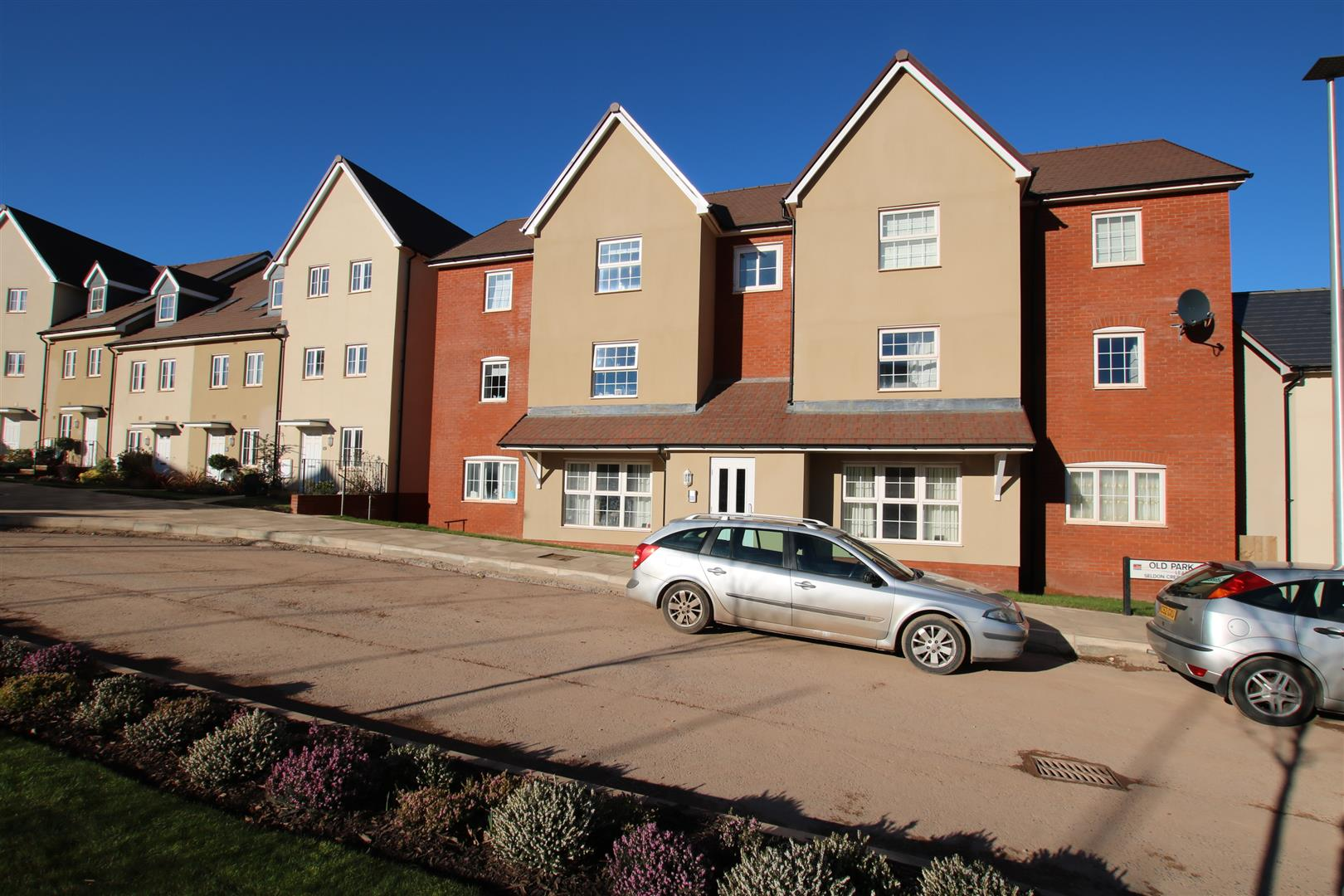 2 Bedrooms Ground Flat for sale in Old Park Avenue, Hillside Gardens, Exeter